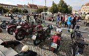 V Roudnici nad Labem proběhl v sobotu sraz veteránů a stylová módní přehlídka.