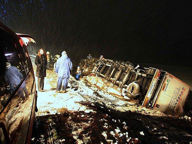 Dopravní nehoda u Lovosic - úterý 29. 12. 2009 večer.