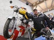 SBĚRATEL Petr Hradecký  se renovaci historických motorek věnuje více než 25 let.