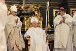Nový biskup poprvé usedl na katedru.