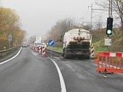 Silnice 1/30 z Lovosic do Ústí nad Labem se nyní opravuje.