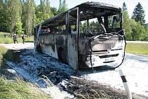 V sobotu ráno začal v Perlovické zatáčce těsně pod osadou Libínské Sedlo u Prachatic hořet zájezdový autobus mířící do Pasova.