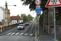 Most přes Labe v Roudnici nad Labem, postavený v letech 1906 –  1910, je ve špatném stavu, nesmí na něj kamiony a z důvodů úzkého chodníku  je nebezpečný pro  chodce a cyklisty.