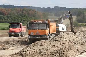 Stavba roudnického obchvatu od Štětí směrem k dálnici D8.