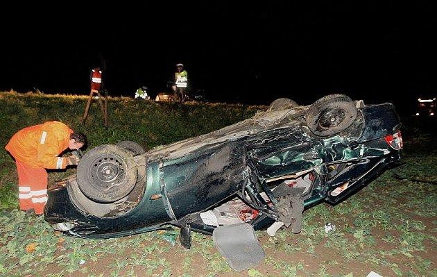 Tragická nehoda na silnici mezi Ústím a Lovosicemi.