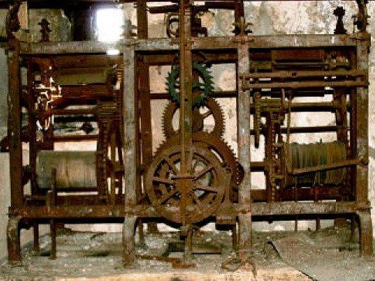 Ukradený hodinový stroj  ve Chcebuzi.