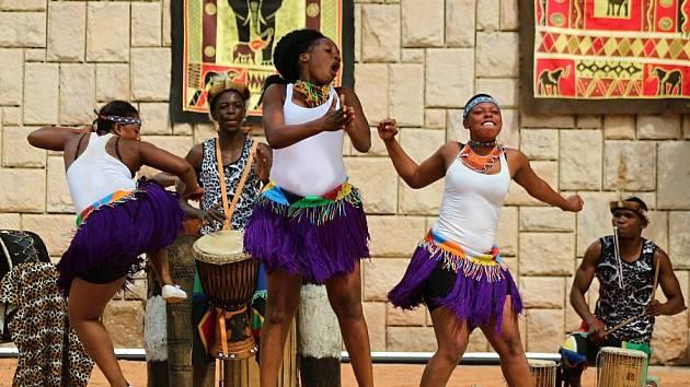 ZIMBABWSKÁ taneční a hudební skupina IYASA se v roudnickém kulturním domě Říp předvede v úterý 28. července od 19 hodin.