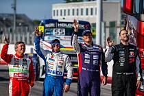 Jeden ze čtyř evropských šampionů Adam Lacko (druhý zprava) před startem sezony v Misanu.