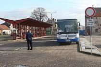 Autobusové nádraží v Libochovicích.