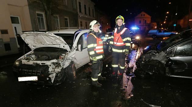 V Pokraticích se srazily tři automobily.