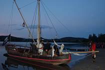 Piráti přepadli večer úštěcké jezero