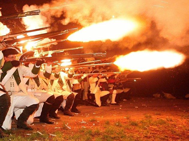 Z Josefínských slavností v Terezíně (viz foto) se vojáci přemístí pod Lovoš k další bitvě.