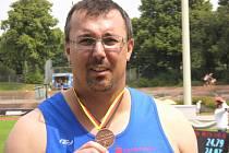 Jaroslav Smělý s medailí.