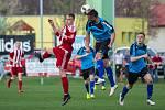 Divizní derby Brozany (v pruhovaném) - Štětí skončilo po devadesáti minutách bez branek.