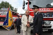 SLAVNOSTNÍ PŘEDÁNÍ nového vozidla CAS MAN TGM 13.280 4x4 za pět a půl milionu korun Sboru dobrovolných hasičů v Litoměřicích se uskutečnilo v pondělí odpoledne v hasičské zbrojnici ve Stránského ulici.