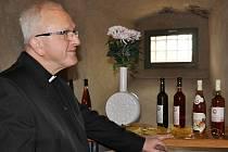 Ochutnat Svatomartinské víno přišel i biskup Jan Baxant