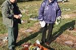 Stejně jako běžné hřbitovy, tak i ten vražkovský je nejhojněji navštěvován právě v období Dušiček.