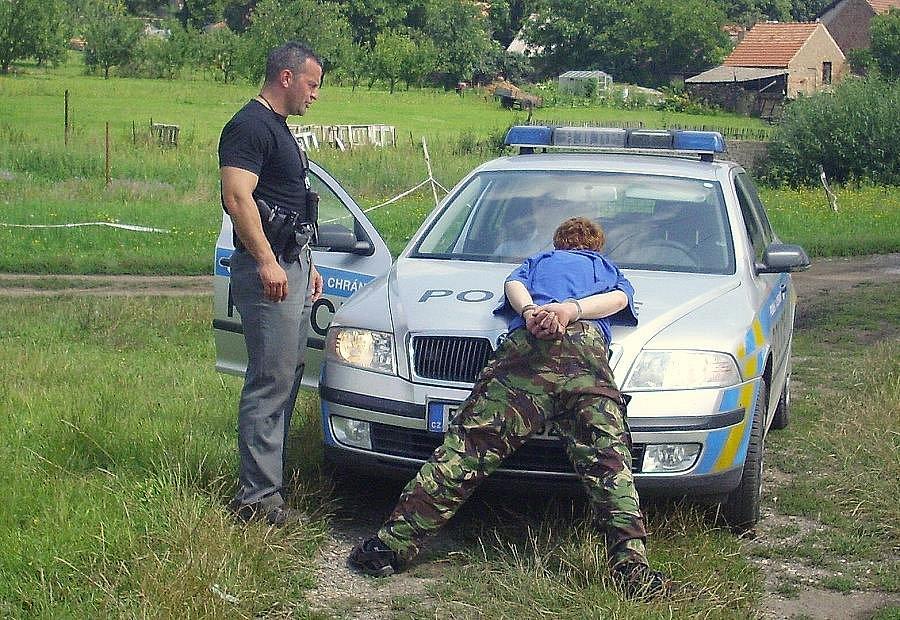 Třebenický strážník zadržel muže pod vlivem drog.