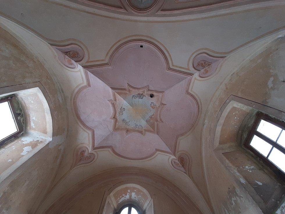 Na kapli v Náčkovicích se podepsal zub času