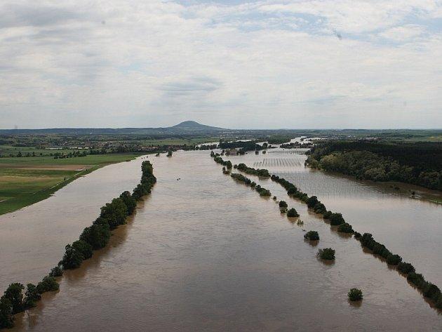 Povodeň 2013, středa 5. června: Letecké snímky Litoměřicka od Štětí až po Terezín