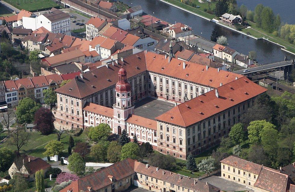Letecký pohled na zámek v Roudnici nad Labem. Archivní foto