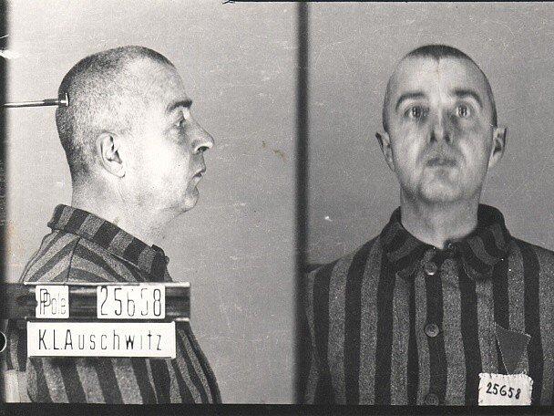 Vězeňská fotografie z Osvětimi