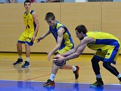 Až v posledním utkání nadstavbové skupiny Slavoj (v modrém) prohrál.