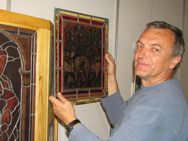Mezi prvními, kdo zahájil přípravu expozice byl Petr Dvořák z Kosmonos.