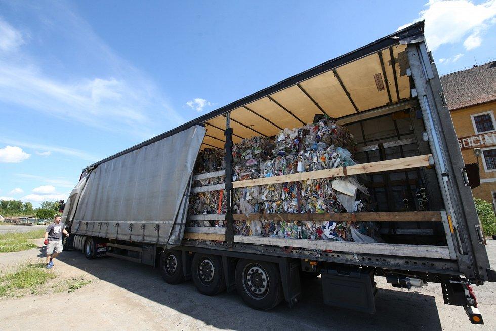 Kamion s odpadem zastavili policisté v Terezíně