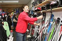 Půjčovna lyží - ilustrační foto.
