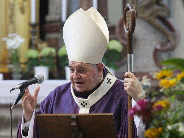 V roudnickém kostele Narození Panny Marie sloužil requiem pražský arcibiskup Dominik kardinál Duka.