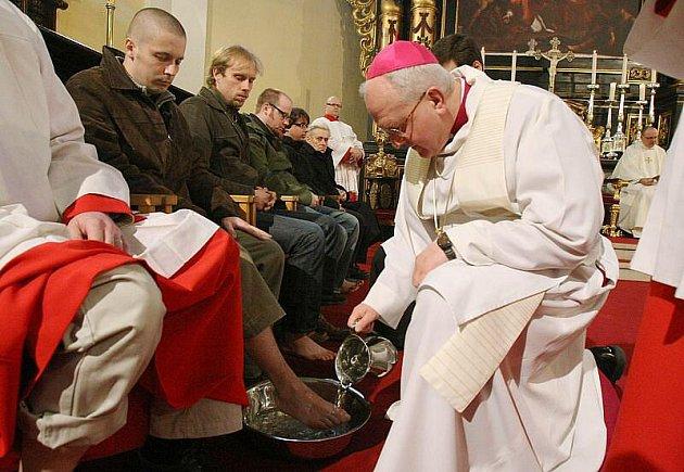 Litoměřický biskup Mons. Jan Baxant sloužil ve čtvrtek vpodvečer v katedrále sv. Štěpána v Litoměřicích pontifikální mši svatou s obřadem mytí nohou.