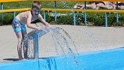 Koupaliště v Litoměřicích je již otevřené, zatím se přišlo koupat jen několik desítek lidí.