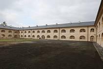 Dělostřelecká kasárna v Terezíně jsou po rekonstrukci. Snímek je z roku 2016.