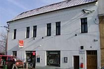 Obecní úřad ve Lhotce nad Labem.