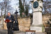 Osobnost významného českého hudebního skladatele připomněl starosta Chlupáč. Pietní akt proběhl u zdařilé kopie původního bronzového náhrobku, který poničili vandalové. Autorem kopie je restaurátor oblastního muzea Josef Doležal.