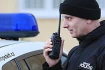 NOVÝ TYP RADIOSTANICE nyní testují štětští městští strážníci. Podle místostarosty Petra Domorázka je pravděpodobné, že město nákup zařízení nakonec zrealizuje.
