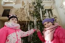 Vánočně vyzdobený zámek v Libochovicích láká děti z celé republiky