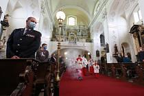 V litoměřické katedrále sv. Štěpána proběhla děkovná mše pro záchranáře, lékaře, sestry, policisty a všechny v první linii při boji s pandemií koronaviru. Mši sloužil litoměřický biskup Jan Baxant.