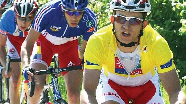 SUVERÉNNÍ VÍTĚZ. Polského hrdinu Závodu míru juniorů Michala Kwiatkowskiho nikdo nedokázal svléknout ze žlutého trikotu vedoucího jezdce. Obhajoba byla poměrně snadná.