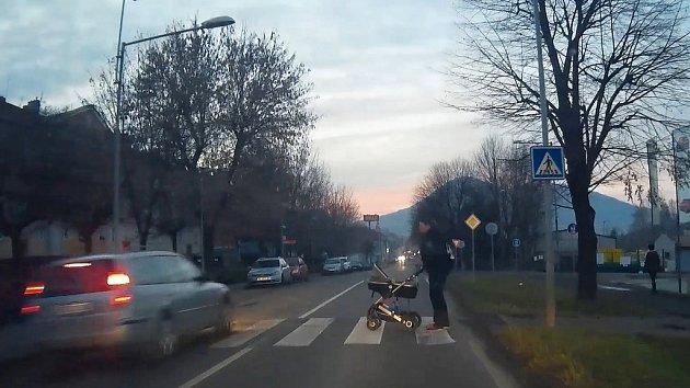 Riskantní jízda v Lovosicích