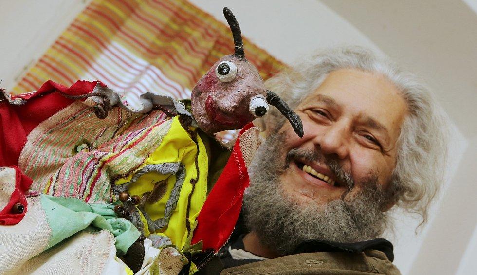 Sváťa Horvát a jeho dividlo je známé po celé republice. V Litoměřicích provozuje muzeum loutek a zároveň loutky i se svojí ženou vyrábí.