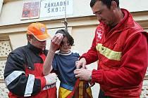 Námětové hasičské cvičení v Základní škole v Úštěku.