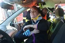 SIMULOVANÁ DOPRAVNÍ NEHODA měla prověřit znalosti a dovednosti hasičů.