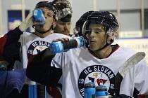 KEMP NA SEVERU. Hokejisté bratislavského Slovanu se v uplynulých dvou týdnech připravovali na KHL v Litoměřicích. Podmínky na severu Čech si hvězdy pochvalovaly.
