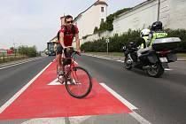 Nový pruh má chránit cyklisty