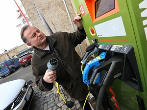 V Litoměřicích U hvězdárny je nová nabíječka pro elektromobily.