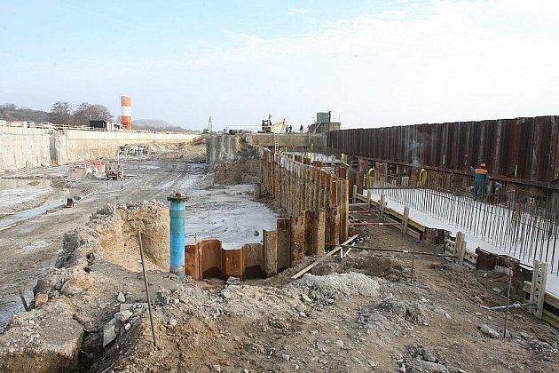 Malá vodní elektrárna se buduje v těchto dnech na pravém břehu Labe mezi Litoměřicemi a Třebouticemi.
