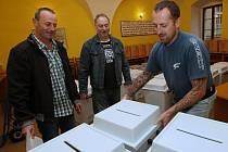 Příprava volebních uren v Litoměřicích