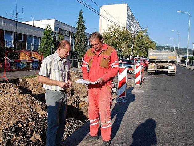 Výstavba přechodu v Plešivecké ulici.